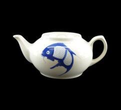 182P16 –  CARP TEA POT (900ml)